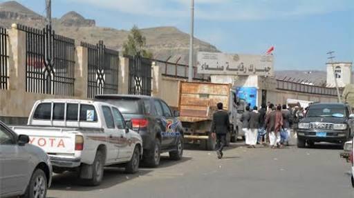 استحداث الانقلابيين منافذ جمركية واحتجاز قوافل الإغاثة