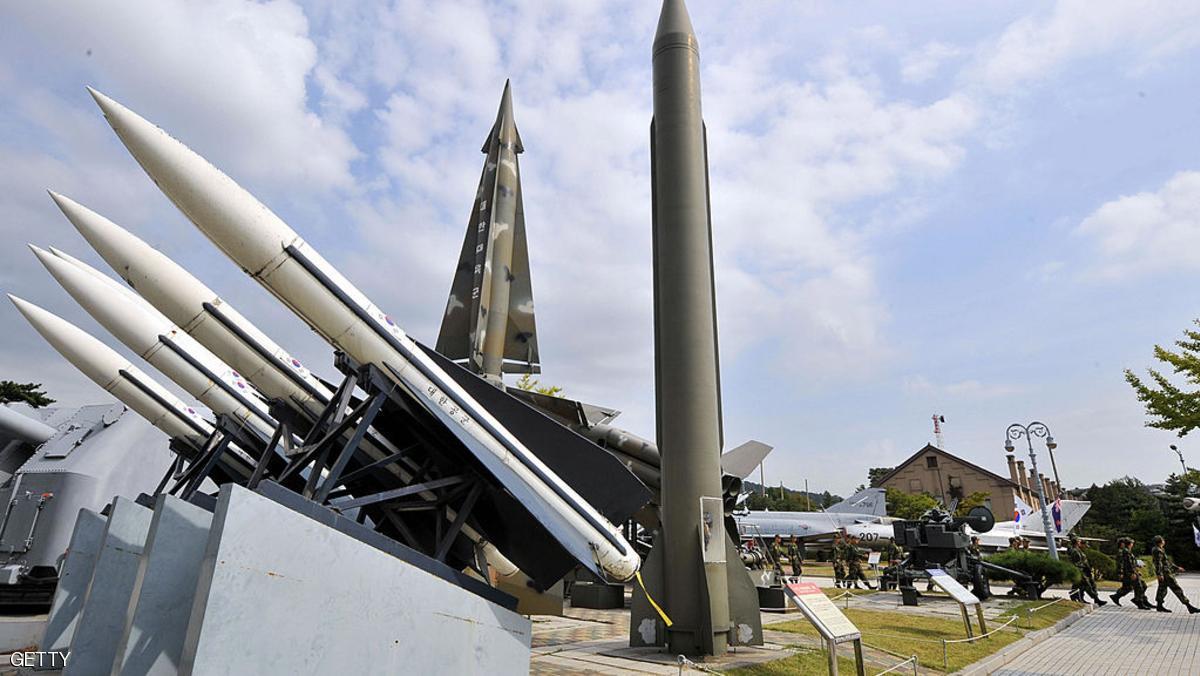 كوريا الشمالية تطلق صاروخا بالستيا جديدا
