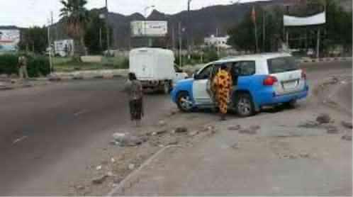 عدن : إصابة مسؤول امني واثنين من مرافقية في محاولة اغتيال