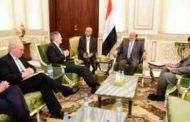 وفد امريكي ينقل للرئيس هادي رسائل هامة بشأن أزمه في اليمن وتدخلات إيران