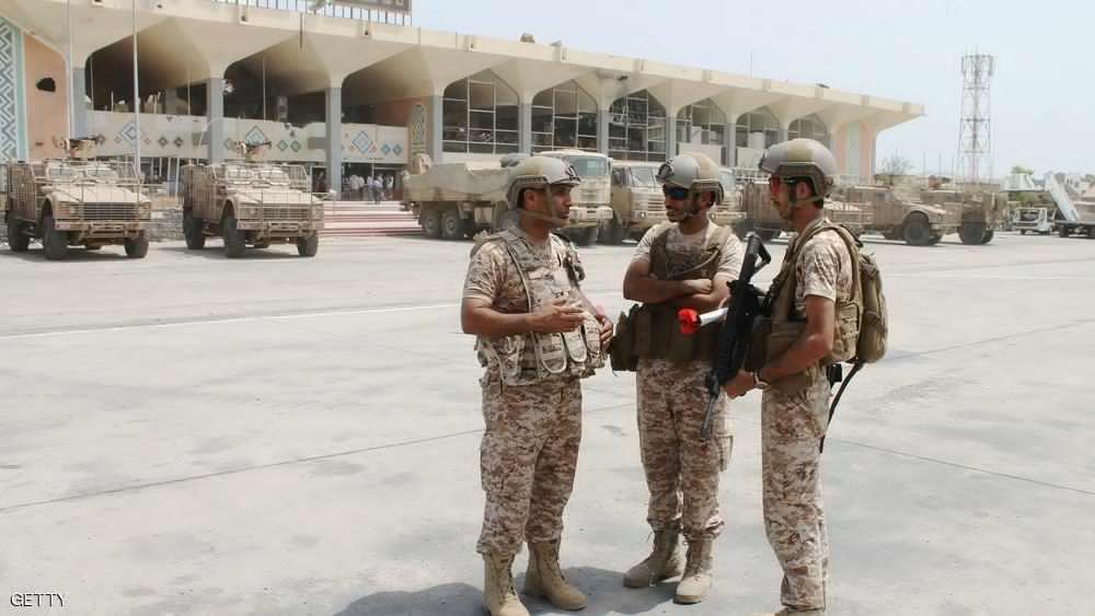 تعزيزات عسكرية تصل إلى مطار عدن لنقلها إلى المخا