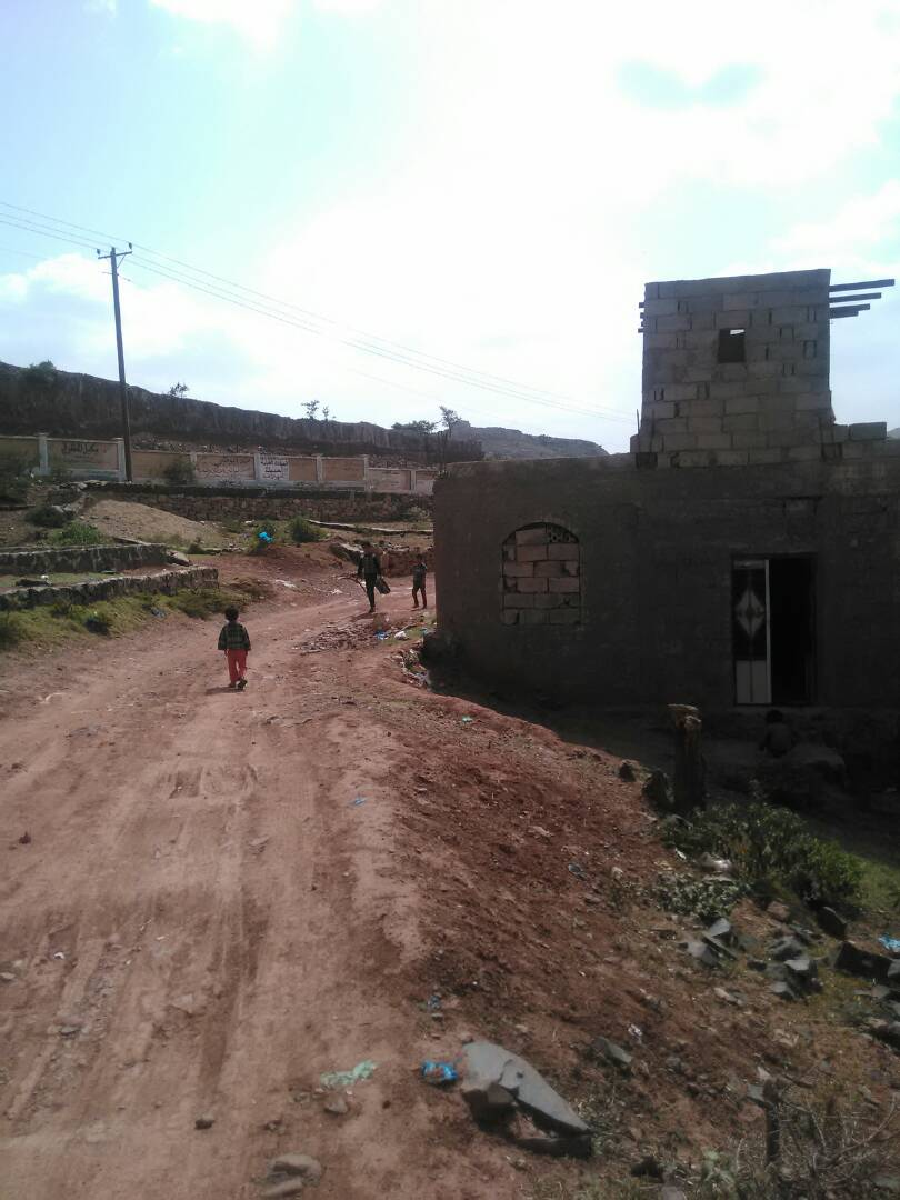 تموضع اللواء الرابع مشاه جبلي تموضع تأمري على تعز  والجنوب