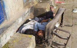 صنعاء:كرسي بائع القات يأوي طفلين شردتهما الحرب