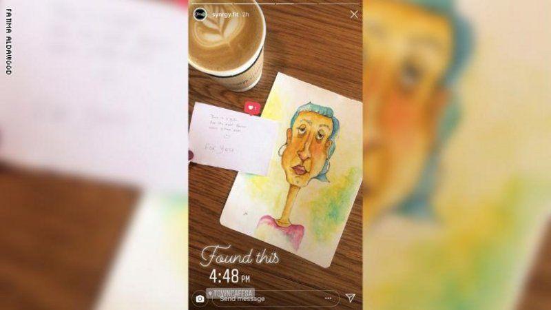 بالصور:فنانة سعوديه تترك لوحاتها للغرباء في مقاهي المملكة