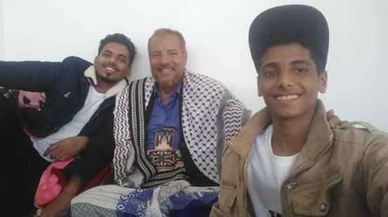 المرقشي يظهر في صورة حديثة مع اسرته بعد الإفراج عنه