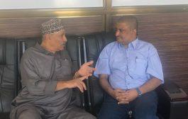 مدير المغتربين بتعز يلتقي رئيس الجالية اليمنية بمدينة نيوبورت البريطانية