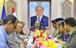 نائب رئيس الوزراء وزير الداخلية يترأس إجتماعاً موسعاً بقيادة تعز المحلية والأمنية والعسكرية