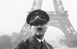 هتلر أمام البرج الذي تمر 130 سنة على افتتاحه في باريس