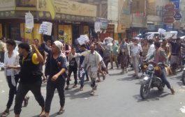 مسيرة لأصحاب البسطات والعربيات في تعز