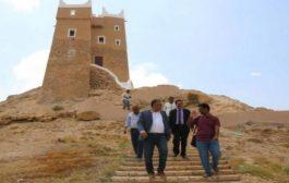 وزير الثقافة يزور حصن الغويزي ويطّلع على سير العمل في مشروع إعادة تأهيله