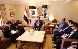 الحكومة اليمنية: نحن حريصون على السلام ولن نسمح بتدمير الاقتصاد