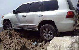 نجاة محافظا تعز ولحج من حادث مروري مروع