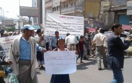 استمرار الوقفات الإحتجاجية لجنود منضمين ضد تعسفات محور تعز وتوجيهات بصرف رواتبهم تم تجاهلها