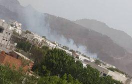 عدن : انقطاع المياه عن بعض الاحيا وتوسع رقعت الاشتباكات إلى محيط المجمع القضائي وجبل حديد