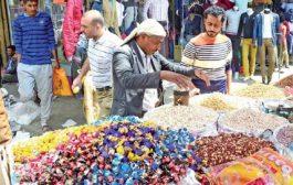 أجواء العاصمة صنعاء وأسواقها قبل قدوم العيد بساعات تكتظ بالمتسوقين لشراء حاجيات العيد