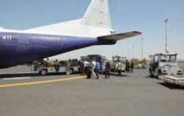 الحوثي يوقف طائرة منظمة دولية في مطار صنعاء ويغلق مخازنها ويحيلها للقضاء