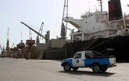 مليشيات الحوثي تحتجز عدد من السفن وتمنع دخولها الحديدة