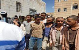 أسرى أطفال في يد القوات الجنوبية  جندتهم مليشيات الحوثي للقتال في الضالع
