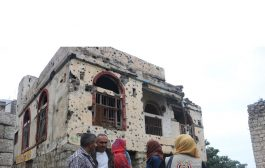 اللجنة الوطنية تحقق ميدانياً في استهداف المدنيين والأعيان التاريخية والتعليمية في مديرية صالة بتعز