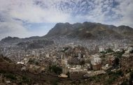 مقتل ثلاثة أشخاص وإصابة عشرة آخرين بقصف لمليشيات الحوثي غربي تعز