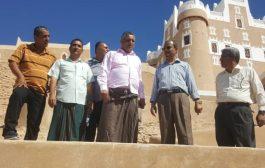 وزير الثقافة يطلع على الأعمال المنجزة في صيانة حصن الفلس التاريخي بسيئون