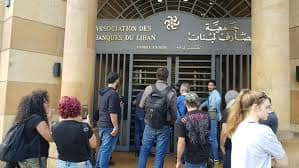 تأزم الوضع المالي في لبنان.. هل ينذر باضطرابات واسعة؟
