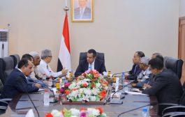 رئيس الوزراء يلتقي لجنة معالجة قضايا المبعدين من وظائفهم جنوب اليمن