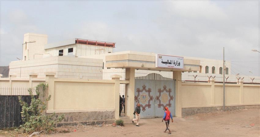وزارة المالية تتهم  محافظ شبوه بالتهرب من التصفيات المالية والرسوم الضريبية المقرة وفقاً للقانون