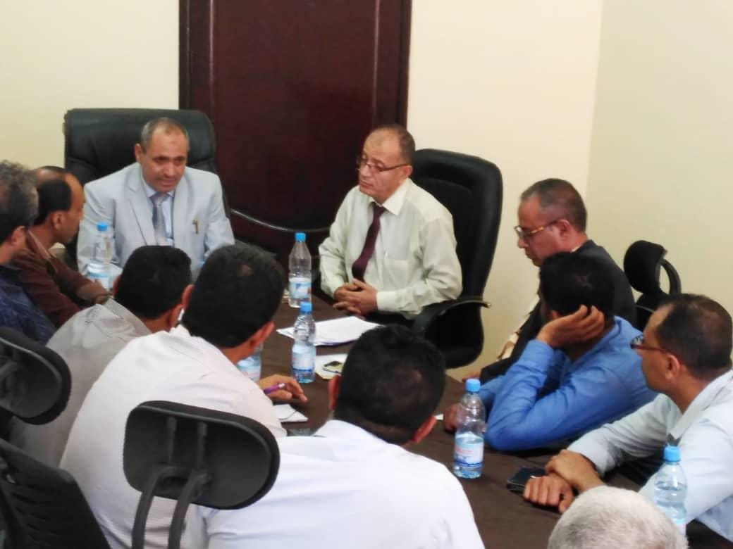 مكتب مالية تعز يعقد اجتماعاً بحضور وكيل أول المحافظة