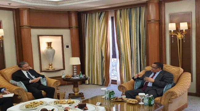 الخبجي يلتقي السفير الصيني لدى اليمن في العاصمة السعودية الرياض