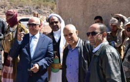 محافظ تعز والقائم بأعمال وزير المياه يتفقدان مشاريع المياه بالتربة