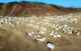 نزوح أكثر من 1800 أسرة من مديريات مجزر ونهم