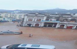شوارع العاصمة عدن تغرق بالامطار والاهالي يناشدون