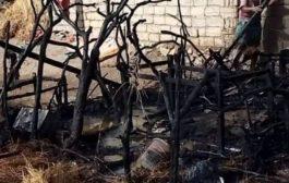 مليشيا الحوثي تحرق منزل مواطن في مدينة حيس جنوب الحديدة