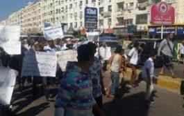 مسيرة احتجاجية للجرحى وأسر الشهداء بعدن