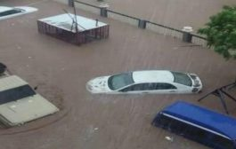غرق طفلين و والدتهما جراء تدفق السيول في العاصمة عدن