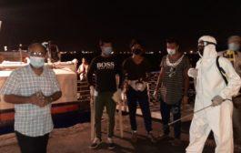 ثاني رحلة بحرية تقل عالقين يمنيين تصل إلى تعز