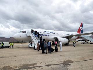 وصول الدفعة الثانية من العالقين اليمنيين في الاردن  واطقم عسكرية تقتحم مطار سيئون