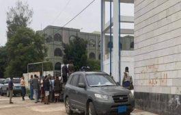 اغلاق مستشفى الثورة بإب واعتداء على طاقمها الطبي