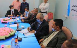 التوقيع على أربعة عقود لمشروع مرافق الصرف الصحي بمدينة تريم حضرموت