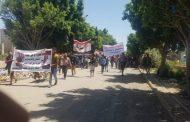 وقفة احتجاجية تندداً بتخلف قائد محور تعز عن دعوة قضائية