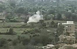 ميليشيا الحوثي تواصل مهاجمة القرى السكنية في الحيمة بتعز