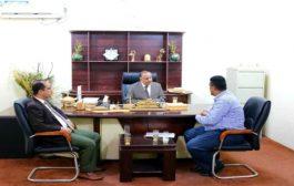 وزير النقل يبحث تفعيل ميناء المخا مع مديره العام