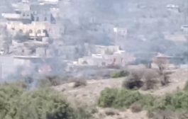 احراق مساحات شاسعة من مزارع السكان بمنطقة الفاخر شمال الضالع